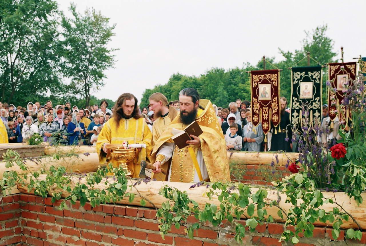 Закладка храма Всех святых, в земли Русской просиявших