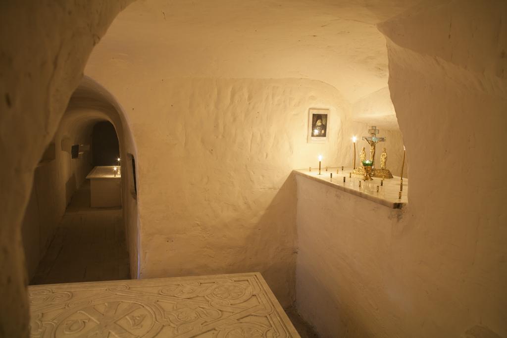 Место погребения архим. Арсения в древней усыпальнице
