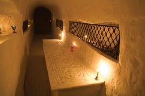 Пещерная усыпальница 1