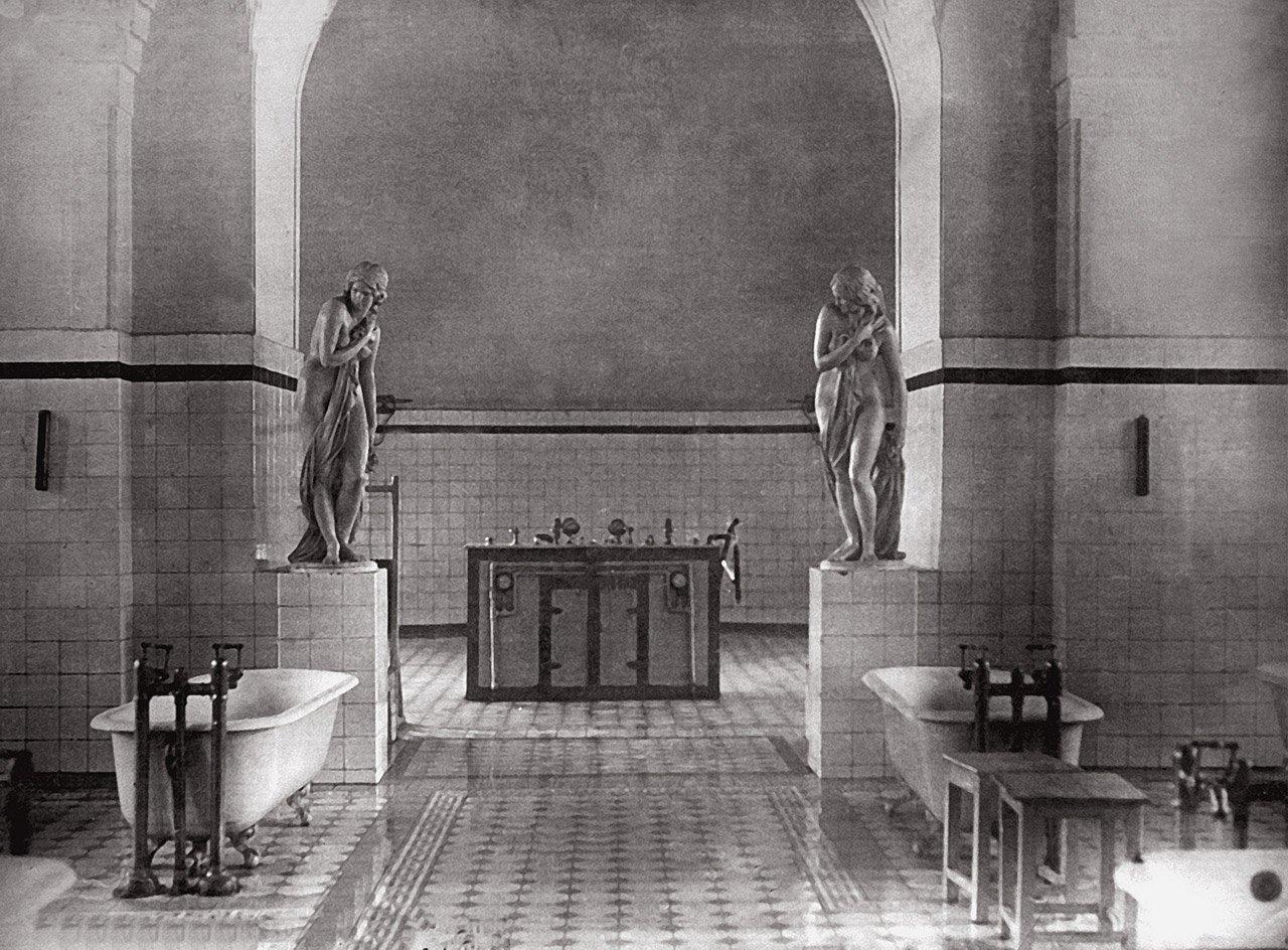 Водолечебница в Покровском храме. Фото 1920-х гг.