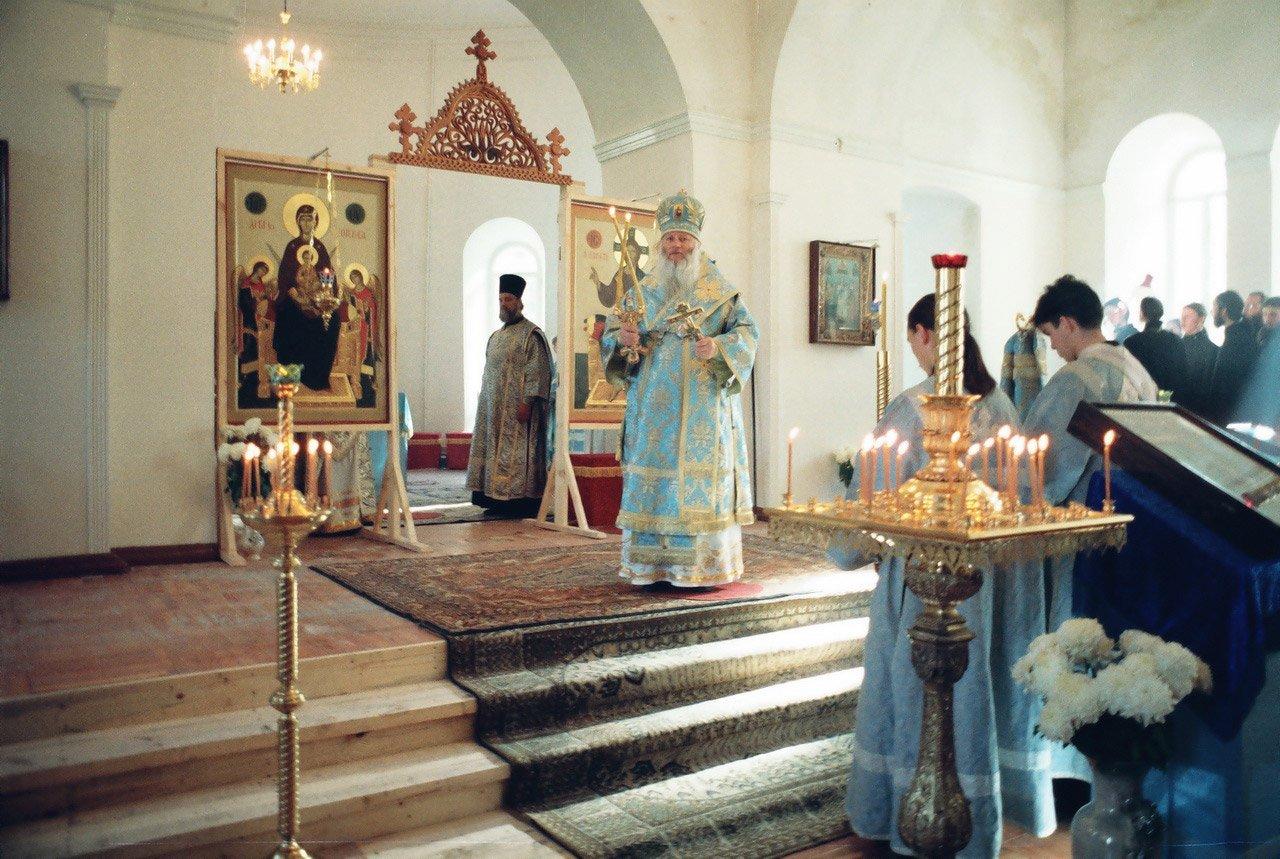 Первая литургия в Покровском храме. 14.10.1996 г.