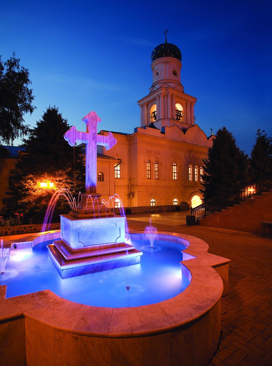 Покровский храм вечером