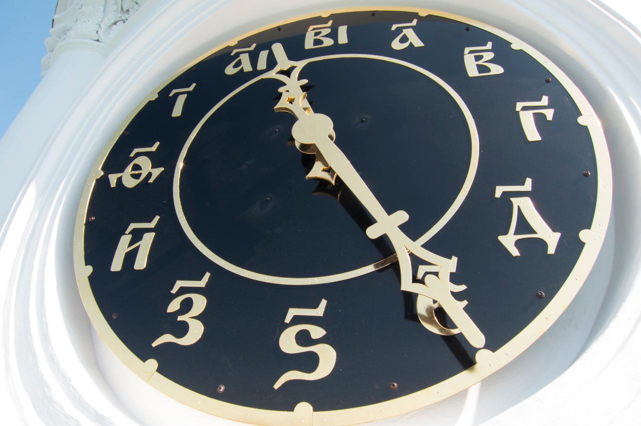 Циферблат часов Покровского храма