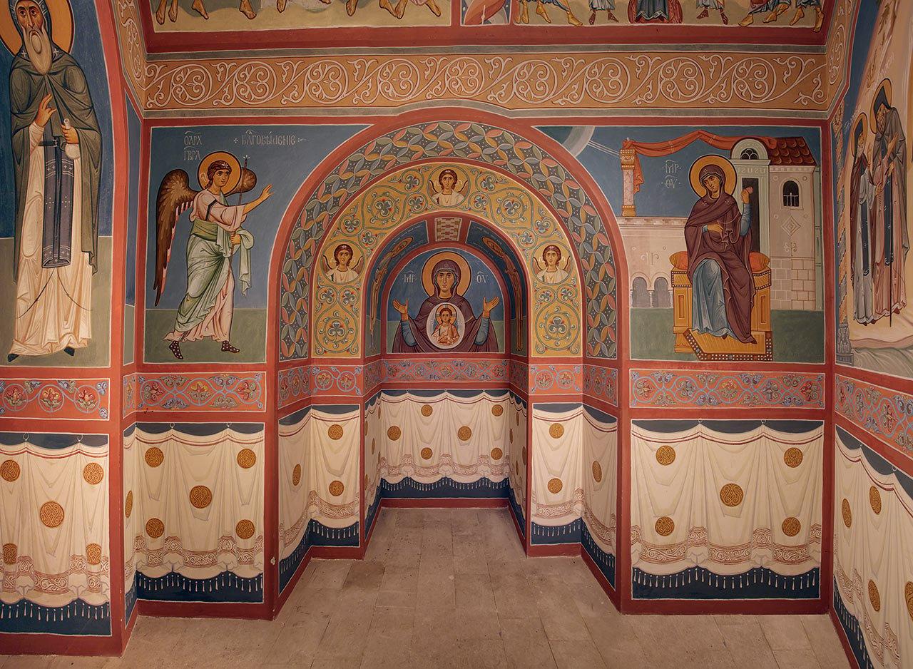 Роспись в притворе храма