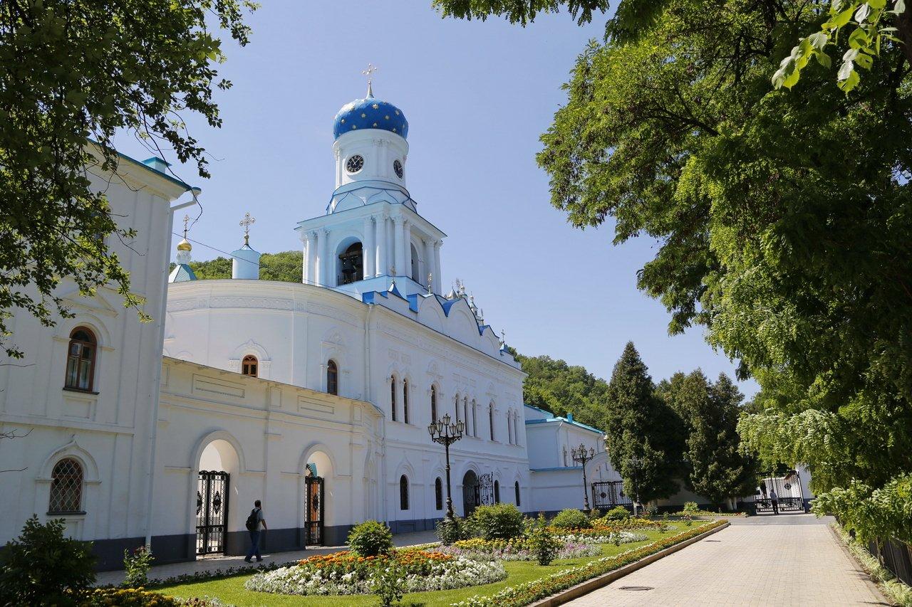 Покровский храм. Вид с набережной.