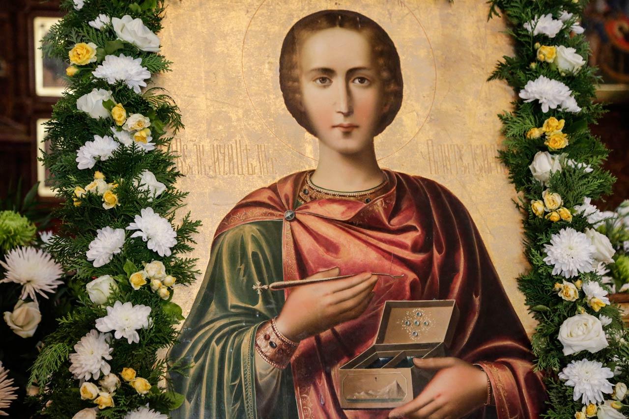 Икона вмч. Пантелеимона (фрагмент)