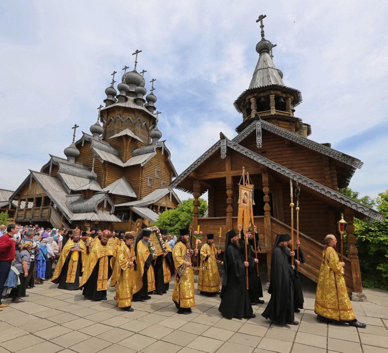 День Всех святых в Святогорье