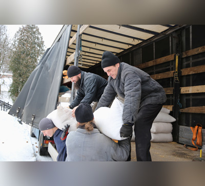 В Святогорскую Лавру доставлен гуманитарный груз от верующих УПЦ