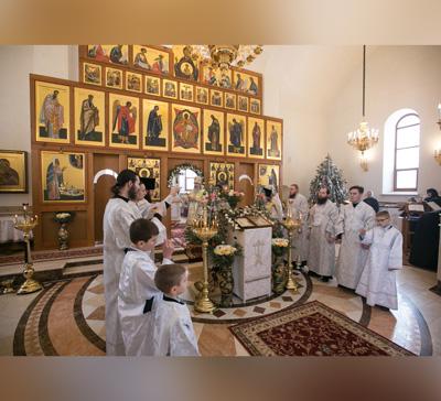 Митрополит Арсений возглавил праздничную службу в Адамовке
