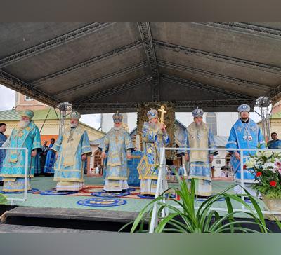Празднование 15-летия возвращения Тихвинской иконы Божией Матери в г.Тихвин (фото)
