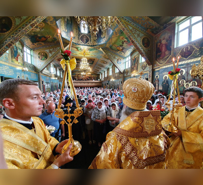 Воскресная архиерейская Литургия в г.Ровно (фото, видео)