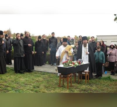 Первое погребение на монастырском кладбище лаврского скита в с.Адамовка (фото)