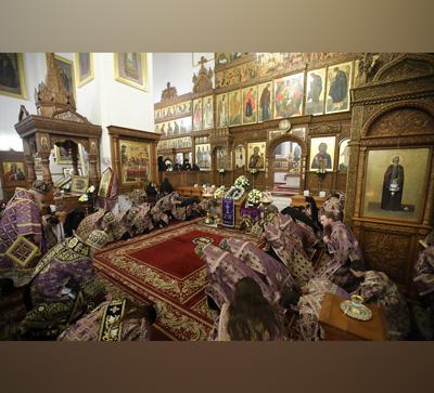 Вынос Креста вСвятогорской Лавре совершил наместник митрополит Арсений (фото)