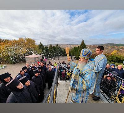Архиерейское Богослужение впрестольный день лаврского скита с.Богородичное (фото,видео)
