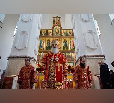 Пасхальная вечерня вобновлённом Святогорском соборном храме святых мучениц (фото)