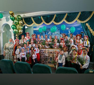 Праздничный детский концерт вДень Святого Духа вСвятогорской Лавре (фото, видео)
